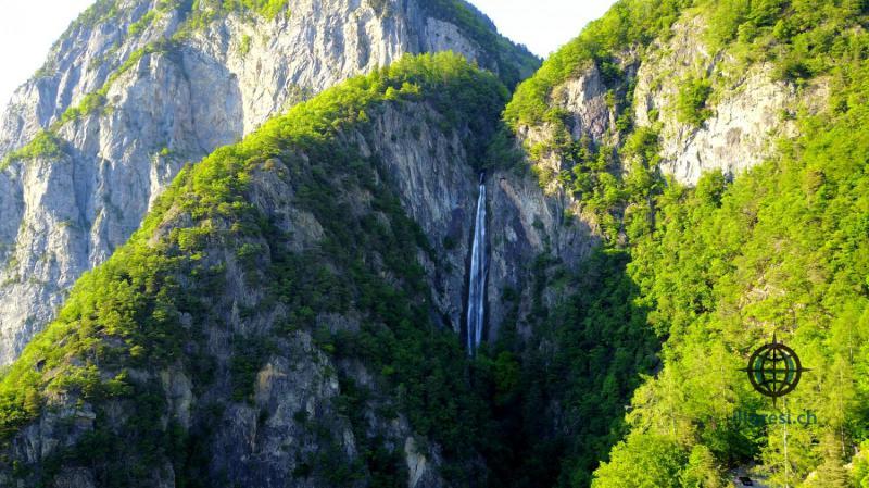 Cascade vers Lavey