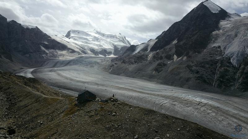 Cabane de Panossiere > Glacier de Corbassiere > Grand Combin 4 314 m