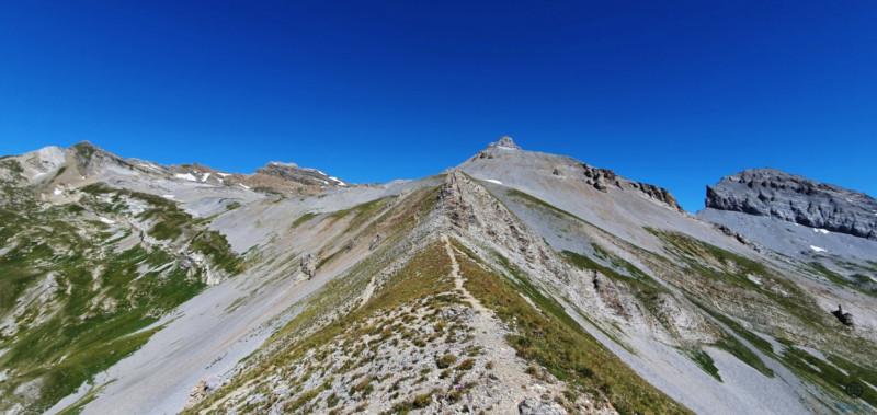 Première vue du chemin qui part du col pour aller au sommet (T4)