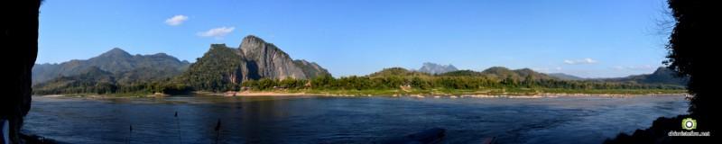 Vue sur le Mékong depuis les grottes de Pakhou