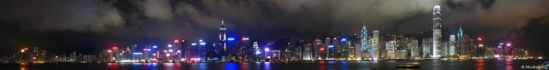 Skyline du centre de Hong Kong, prise depuis les quais de Kowloon de nuit