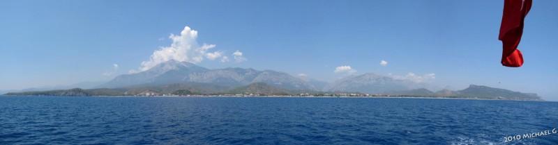 Côte de Kiriş, vue depuis un bateau
